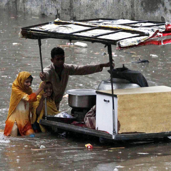 <p>Child vendors continue to sell food in a flood-hit Punjab town amid severe food shortages</p>